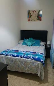 Habitaciom Pequeña cama doble - Barcelona
