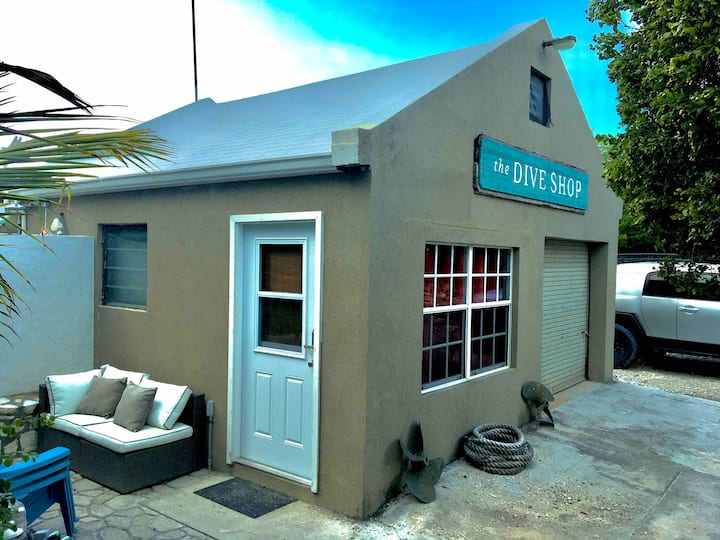 The Dive Shop- 1 Bed Cottage on Canal, near Beach!