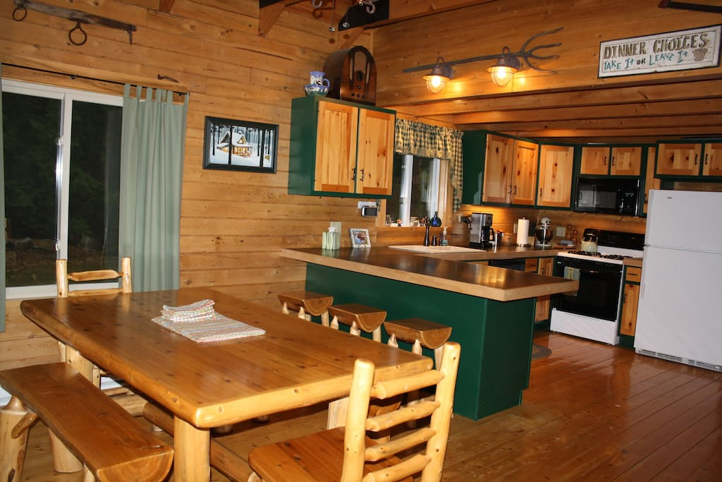 Maine lakeside log home hot tub cabins for rent in for Cabin rentals in maine with hot tub