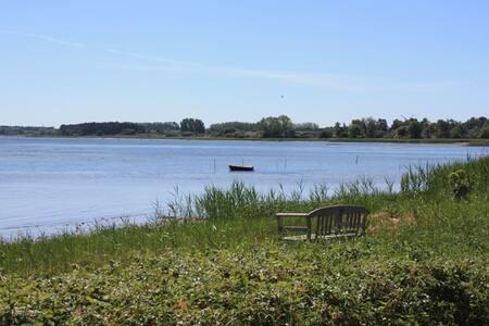 Hus nær Rørvig havn med fjordudsigt - Rørvig