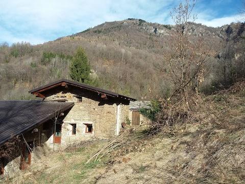 Berghütte, Chalet in Naturstein: Frassino, Piemont