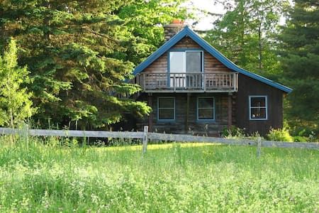 Larkspur Log Cabin and Dogsledding - Eden