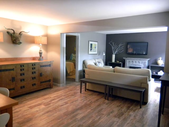 SLED HILL #1 SUPERCOOL  3BR GARDEN SUITE IN TOWN - Woodstock - Appartamento