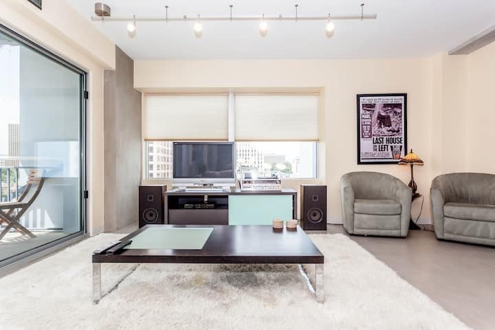 Modern Downtown Austin Condo for 2!