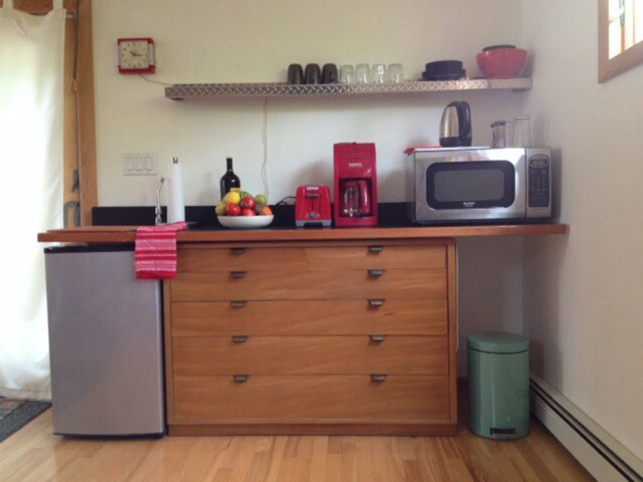 Kitchenette area, French press, whole bean & ground coffee/decaf, toaster, microwave.