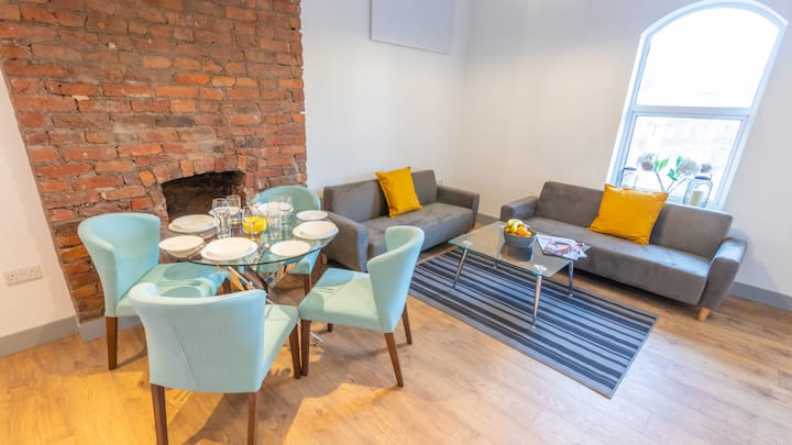 Spacious, Modern Duplex close to Mcr City Centre and Old Trafford By Pillo Rooms