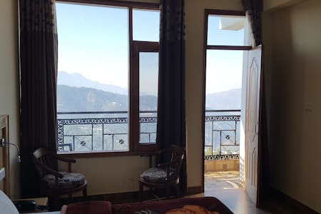 Suite room with Mesmerizing view of the Himalayas - Chail