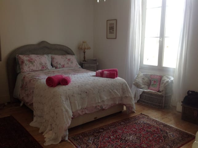 Charming ensuite double bedroom - Eymet - Pousada
