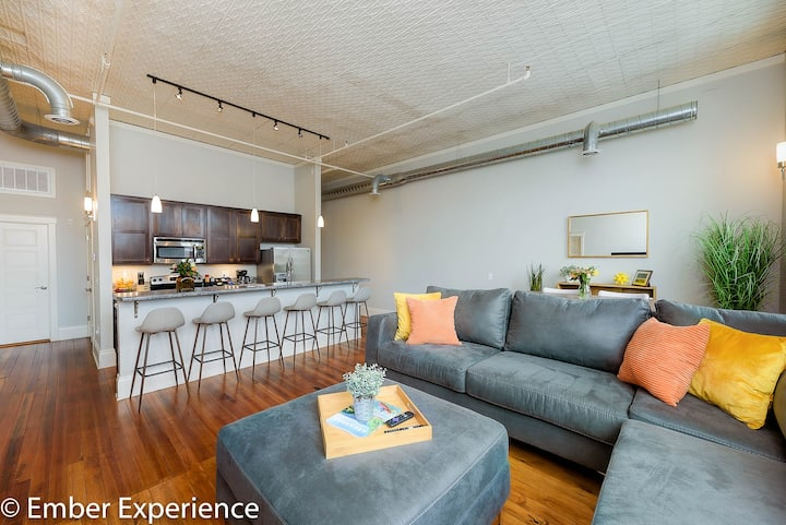The Ember Loft ★NEW★ Downtown Loft Living