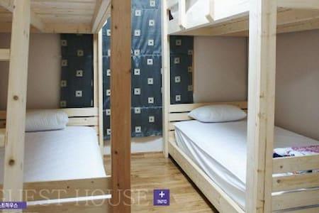 서귀포 라벤더 하우스 (Lavender House) 게스트하우스 4인실(Dormitory)