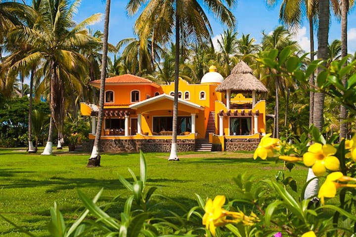 Beautiful Beach Villa Playa Las Tortugas