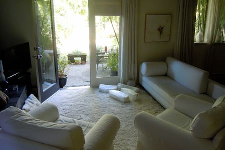 Bamboo Garden by the Sea,  Comfort and Tranquility - Vancouver - Sorház