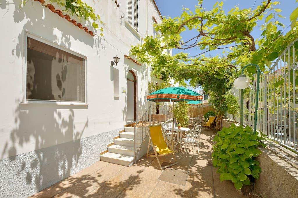 Ischia centro appartamento in villa vicino al mare for Appartamenti in affitto a barcellona vicino al mare