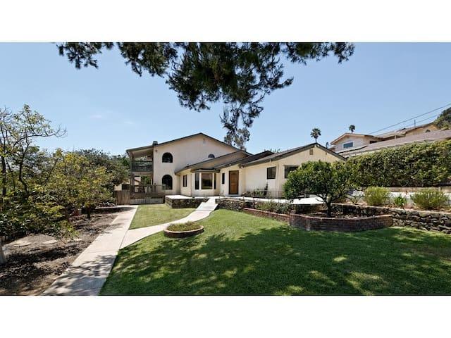 Full Apt for 2 Heart of So Cal - Camarillo - Apartment