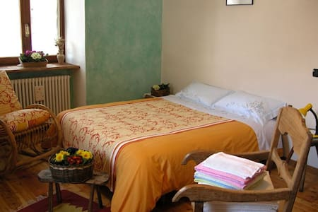 Camera Monviso - Torello - Bed & Breakfast