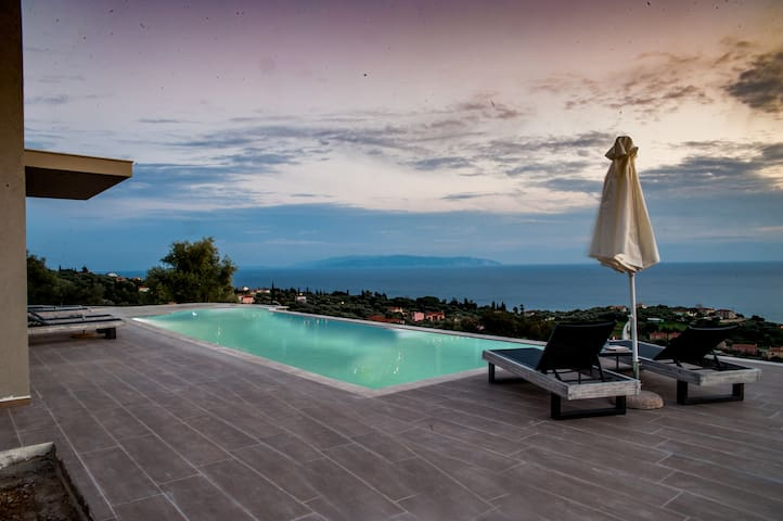 Brand new villa with private pool in Trapezaki - Moussata - Villa