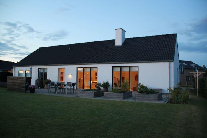 Flot villa tæt på Aarhus - Lystrup - Dom