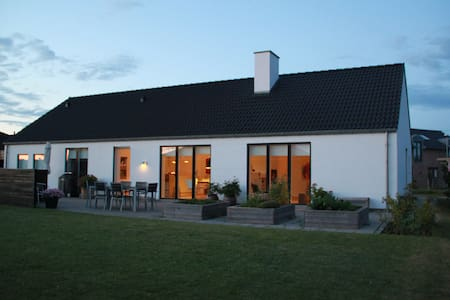 Flot villa tæt på Aarhus - Lystrup - Huis