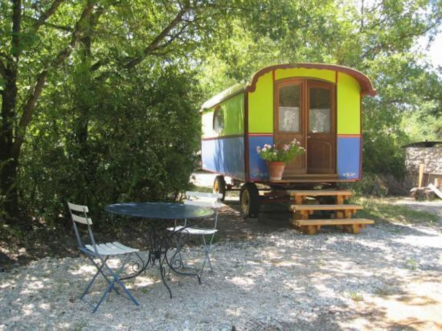 Roulotte 1930 sans le cheval mais restaur e campers for Bagno x roulotte
