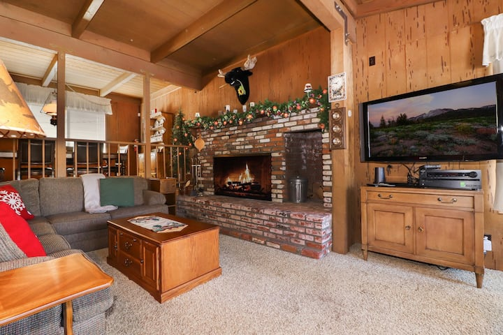 Moose Meadows: Near the Lake! Close to the Village! Deck! Propane Grill! Pet Friendly!