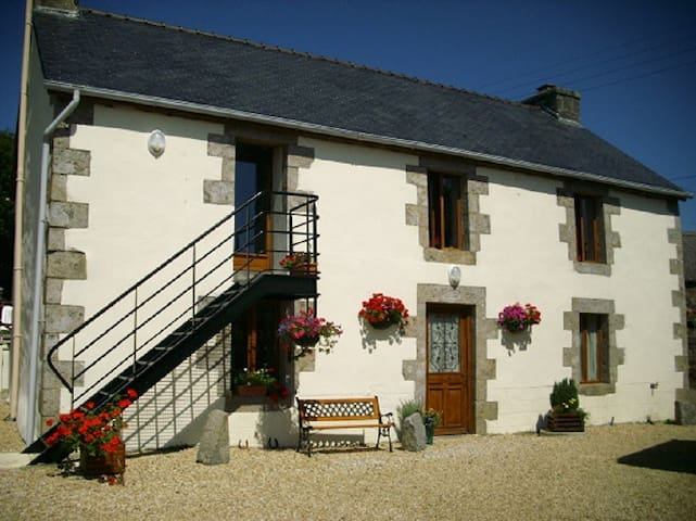 Self catering for couples only - Loqueffret - Apartment