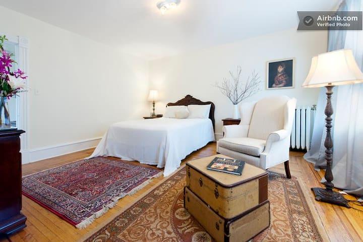 3BR Downtown Mansion District Suite