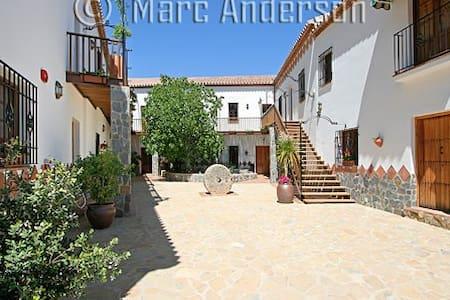 Hotel Molino Cuatro Paradas - รอนดา - ที่พักพร้อมอาหารเช้า