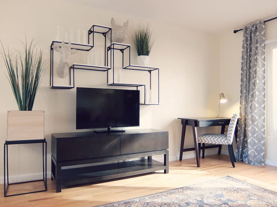 Enjoy the large TV in the living room fully equipped for all your entertainment needs. Work desk w/ fast, reliable, and strong wifi also provided but you should really plan on being out enjoying America's finest city!