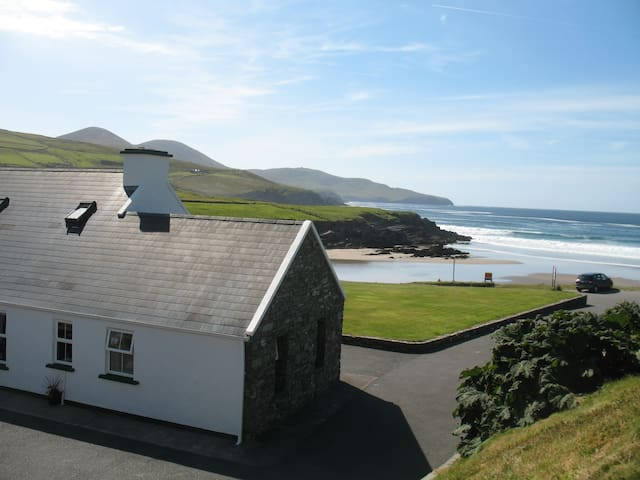 Beachcove Lodge  (Rooms)   Ballinskelligs