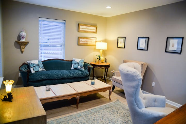 Modern Downtown Apartment in Meadville