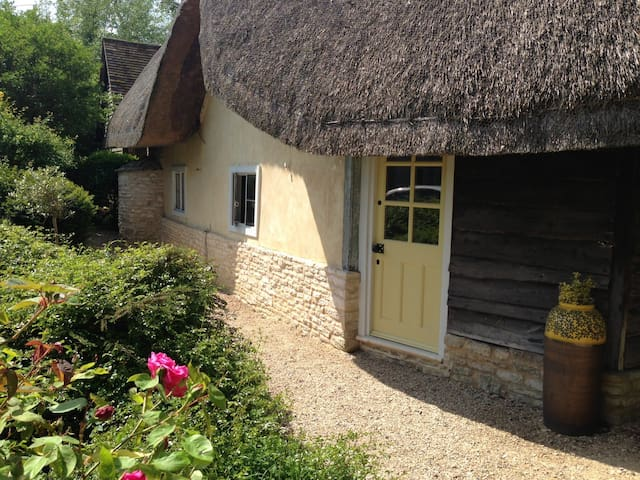 13th century self-catering cottage - Oxfordshire - Huis