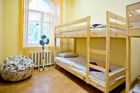Ярослав Хостел кровать в 4-местном номере - Veliky Novgorod
