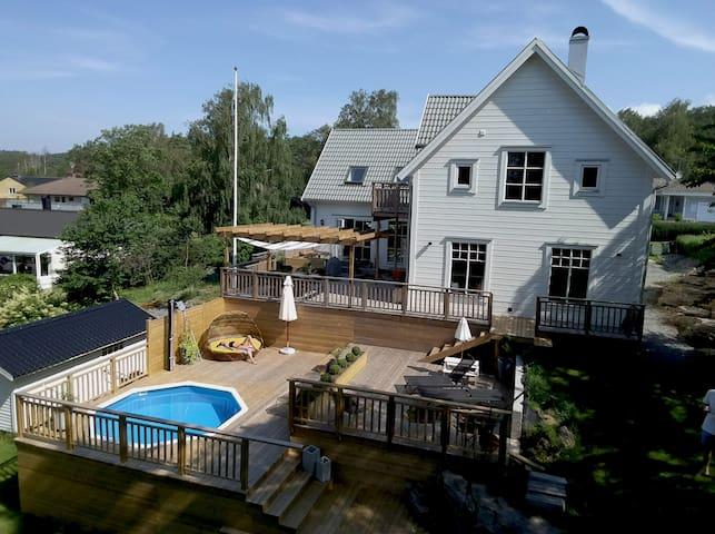 Villa med pool i Åsa