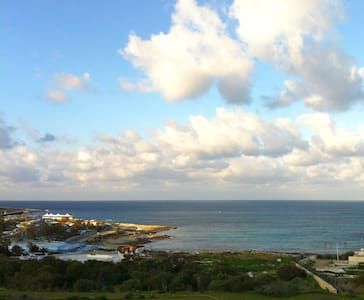 Ocean view 3 bdrm Centrally located - Apartment