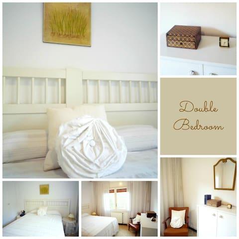 BEACH VILA WITH PRIVATE GARDEN - Segur de Calafell - Dům