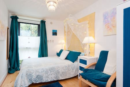 This charming double bedroom is only a stone's throw from Dublin's main street! Clean and comfortable, this apartment faces a shared roof garden, away from traffic. Here is your wonderful oasis in the safe heart of the city.  LGBT friendly.