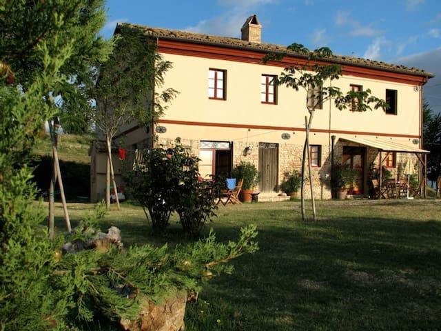 Altes Bauernhs,Casa Montale, mit 3 Whg.und Pool