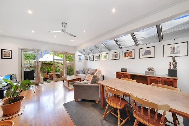 Beautiful and charming place to stay in Balmain - Balmain - Casa