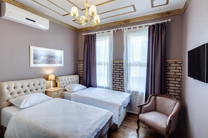 CHIC - SPACIOUS B&B AND ROOFTOP