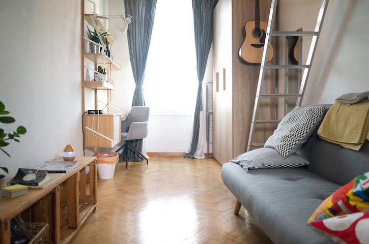 Bright apartment in authentic local neigbourhood
