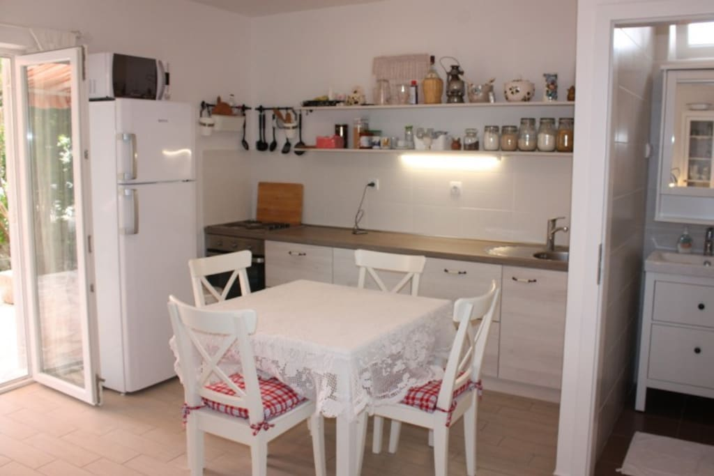 This is kitchen with all you need for great cooking experience:-)
