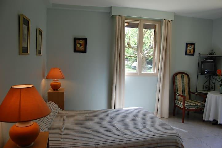 Chambre Lilas. Font Margout.