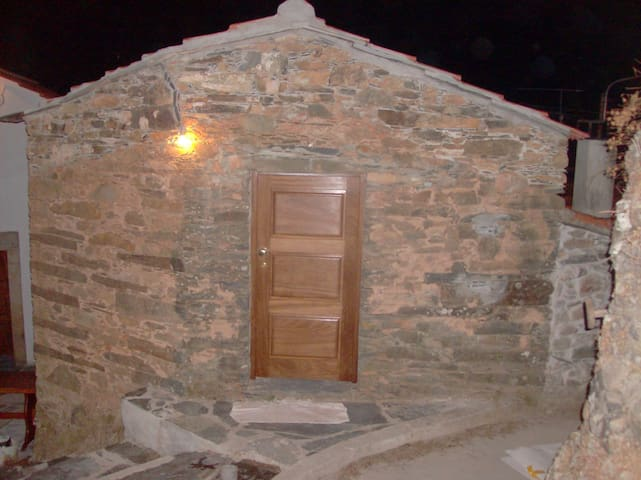 Casa da Capela - Turismo Rural - Alvares, Góis, Portugal - Casa cueva