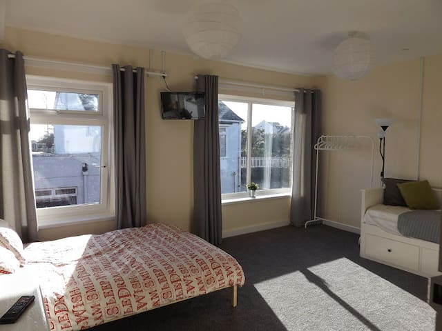 New Seven Bed Apartment in Porthcawl Town Centre - Porthcawl - Daire