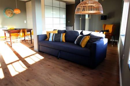 Miramar sunny 1 bedroom apartment with sea views