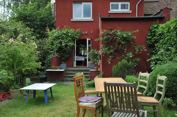 charming house with garden - Watermael-Boitsfort - House