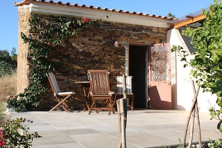 B&B in beautiful & quiet valley - Três Figos