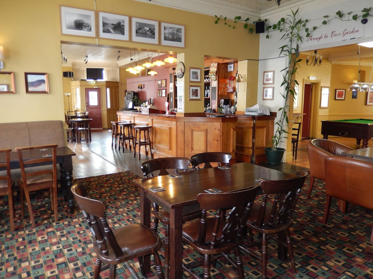 Double room with breakfast in pub - Bed and breakfasts for Rent in ...
