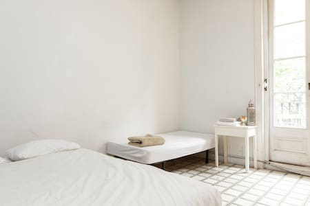 SUNNY SUITE IN CENTRIC & ARTY FLAT