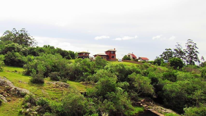 Amelie: ubicación, vistas y comodidad - Villa Serrana - Pondok alam